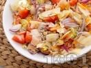 Рецепта Пъстра салата с айсберг, домати и моркови